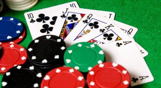 Pokerin kehitys online-tilaan
